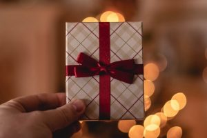 6 ways retailers can win the holidays